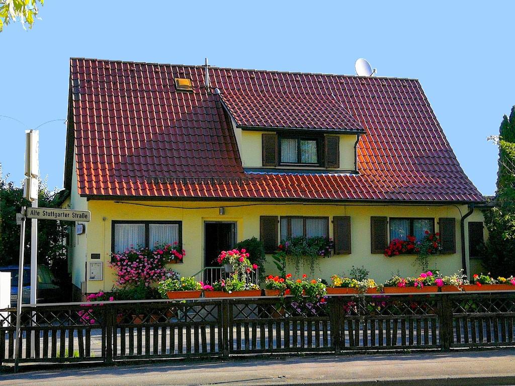 Pension Ingrid Magstadt: Parkplätze befinden sich sehr bequem direkt am Haus. (Foto: Strodtkötter)