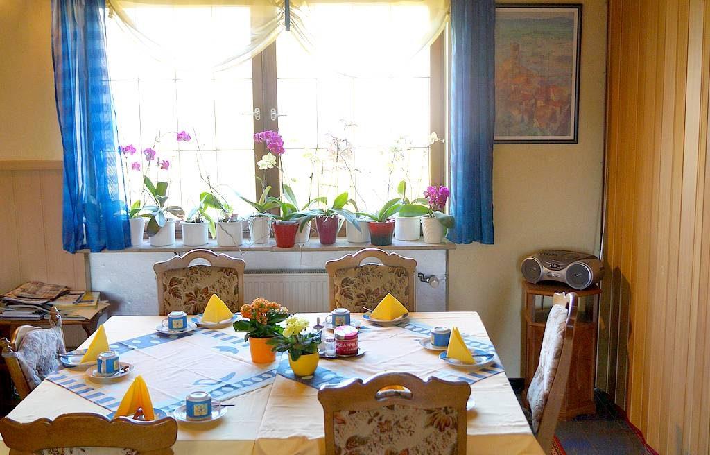 """Freundlich, gastlich und solide. Das Frühstück in der Pension """"Ingrid"""" macht gute Laune."""